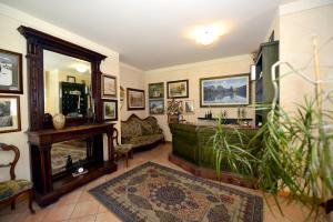 Hall o reception di Hotel Veduta dell'Adamello