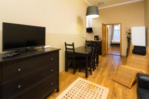 Elen's Apartments Prague - FREE garage parking TV 또는 엔터테인먼트 센터