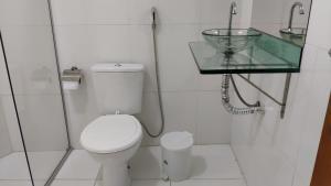 A bathroom at Binhas Hotel