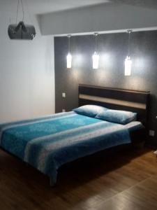 Cama ou camas em um quarto em Apartment on Uzeyir Gadjibeyli Street Formula 1