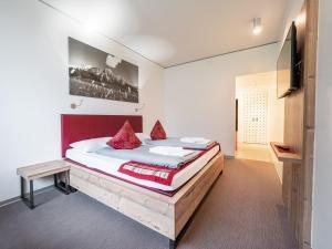 Uma cama ou camas num quarto em MyTirol