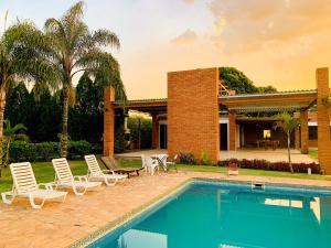 A piscina localizada em Parque Hotel Holambra ou nos arredores