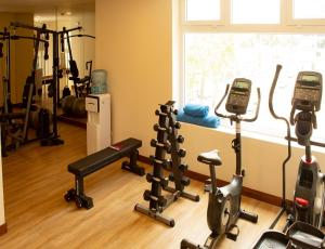 The fitness centre and/or fitness facilities at Hotel Estelar San Isidro