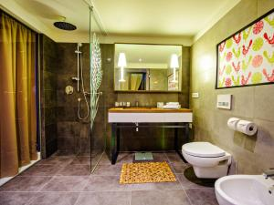 A bathroom at Bristol Tradition and Luxury