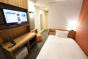 A television and/or entertainment center at Hakata Green Hotel Tenjin