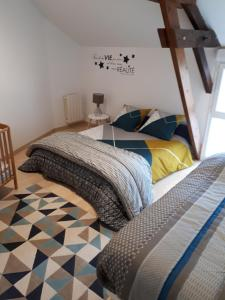 A bed or beds in a room at Gîtes d'Olbiche