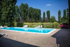 The swimming pool at or near Agriturismo La Margherita