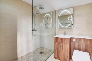 A bathroom at Llety Tyn y Coed