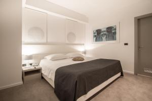 A bed or beds in a room at Hotel Atrium