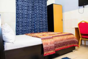 A bed or beds in a room at Pedallo Luxury Inn