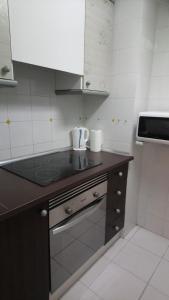 A kitchen or kitchenette at Fantástico y acogedor apartamento APOLO VII