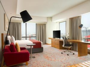 A television and/or entertainment centre at Holiday Inn & Suites Jakarta Gajah Mada, an IHG Hotel