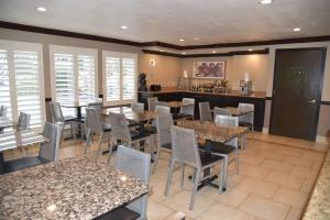 A restaurant or other place to eat at Best Western Plus Las Vegas West