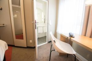 A bathroom at ibis Köln Centrum