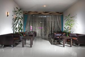 The lounge or bar area at Brigantina Hotel