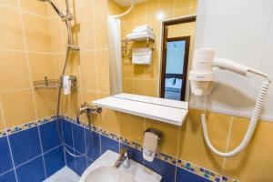 A bathroom at HAILEY airport hotel Begishevo