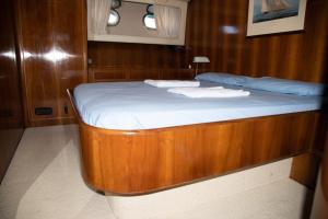 Letto o letti in una camera di Riviera Boat Resort
