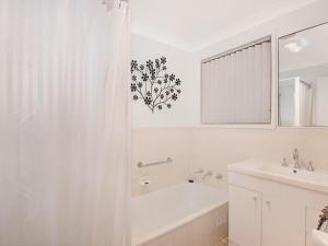 A bathroom at Toukley Lake House