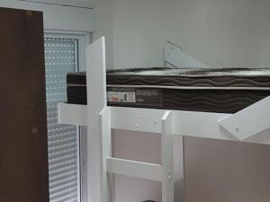 A bunk bed or bunk beds in a room at Apartamento de temporada na Praia da Enseada - Guarujá