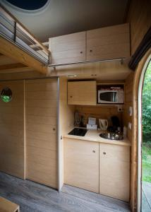 A kitchen or kitchenette at Sterrenkubus