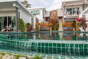 The swimming pool at or near Yao Yai Beach Resort
