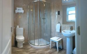 A bathroom at MacLean Guest House