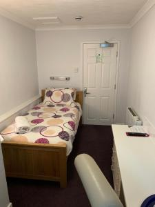 A bed or beds in a room at Austins Guest House