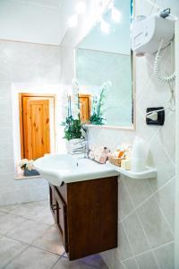 A bathroom at Hotel Il Cavalier D'Arpino