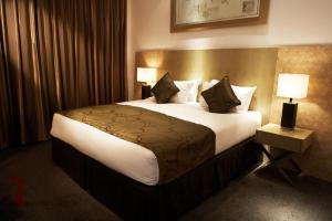 A bed or beds in a room at Park Plaza Cardiff