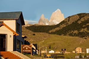Una imagen general de la montaña o una montaña tomada desde la hostería
