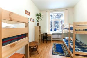 A bunk bed or bunk beds in a room at Hostel Hunter House