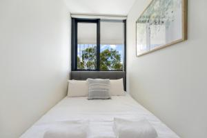A bed or beds in a room at Modern, Ultra clean in the Heart of convenience