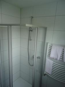 Ein Badezimmer in der Unterkunft Centralhotel Ratingen