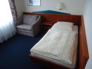Ein Bett oder Betten in einem Zimmer der Unterkunft Centralhotel Ratingen
