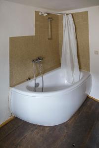 A bathroom at Nengshof Ferienhaus Gänseblümchen