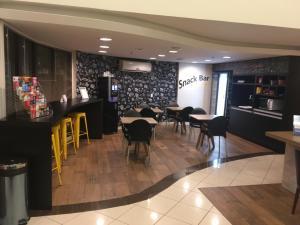The lounge or bar area at Master Express Lima e Silva - Cidade Baixa