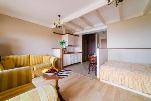 A seating area at Apartamenty Portowe