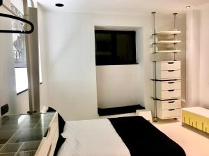 A bed or beds in a room at Sea Breeze Studios