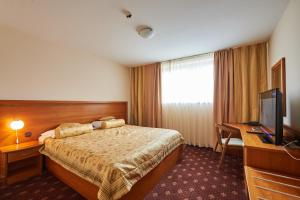 A bed or beds in a room at Hotel Korosica