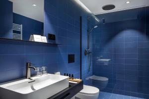 A bathroom at Urban Creme