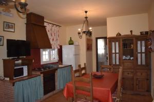 Una cocina o zona de cocina en Alojamientos Rurales la Loma