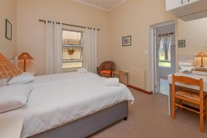 A bed or beds in a room at Verona Lodge by the Sea