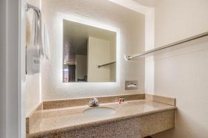 Koupelna v ubytování Howard Johnson by Wyndham Holbrook