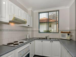 A kitchen or kitchenette at Ocean Palms 1