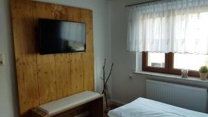 Телевизор и/или развлекательный центр в Ferienhaus Günther