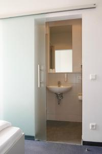 Ein Badezimmer in der Unterkunft Hotel zwischen den Seen