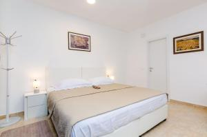 A bed or beds in a room at Apartments Marando