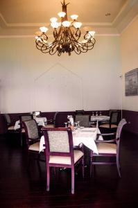 Un restaurante o sitio para comer en Hotel Victoriano