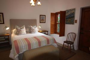 A bed or beds in a room at Old Barn Cottage