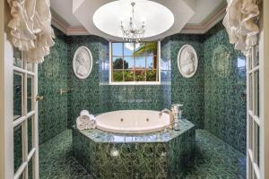 A bathroom at Earlwood Manor of Sassafras